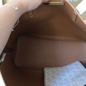 Michael Kors Bags - 💦🌻mk drawstring tote🌻shoulder bag/vanilla/acorn